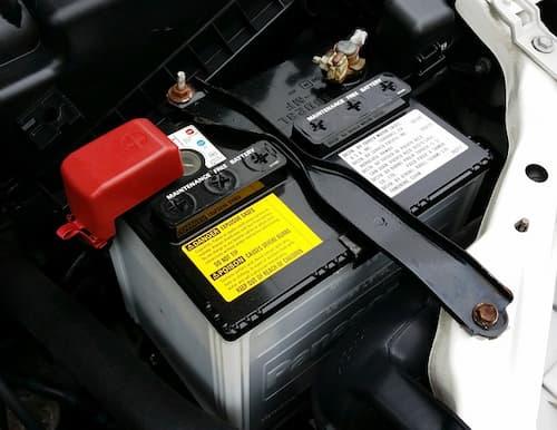 como desconectar la batería del coche de forma segura